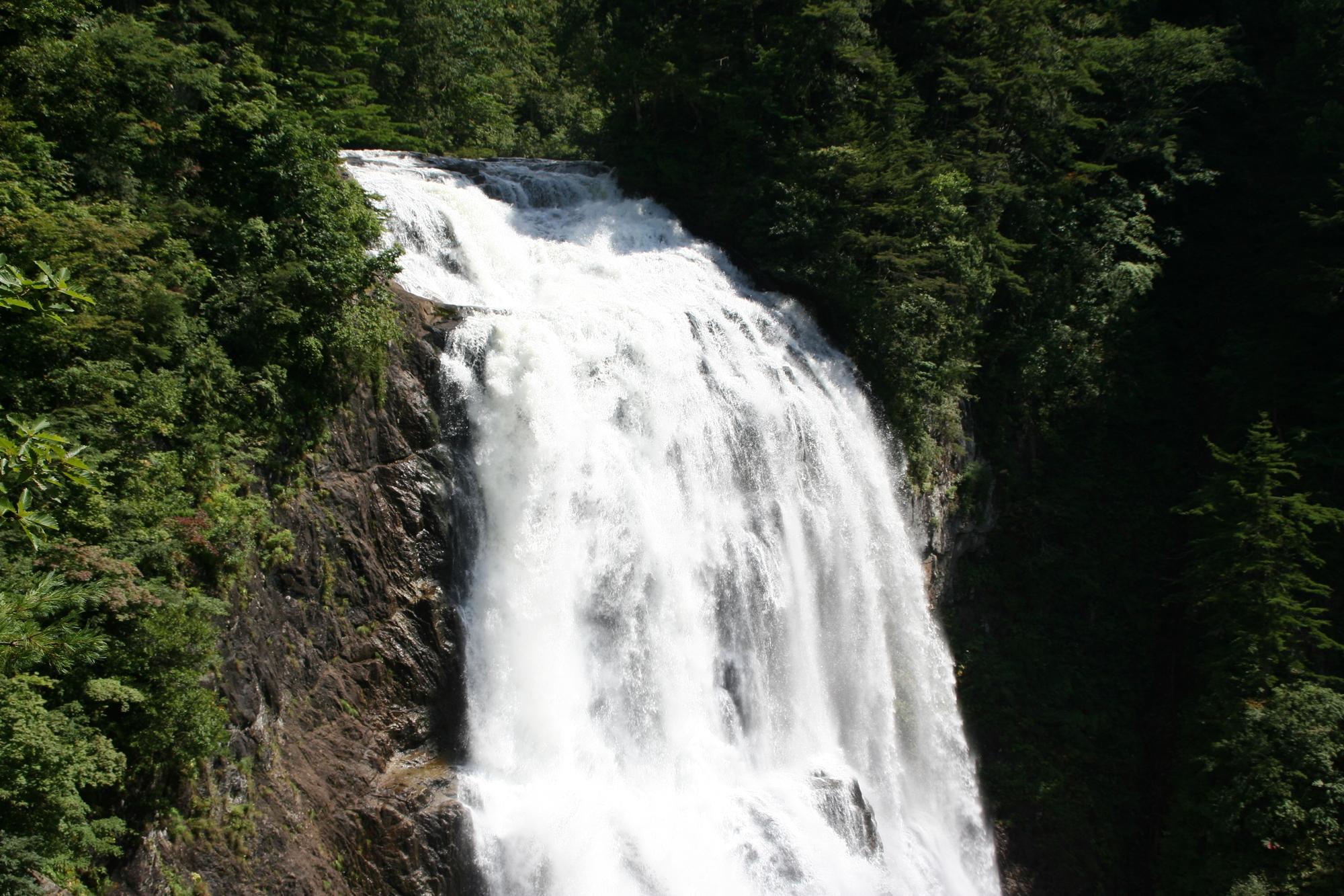 三条の滝(さんじょうのたき)